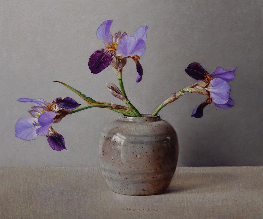 Iris in oude gemberpot