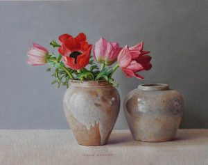 Rode anemonen in peperpot