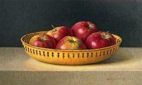 Rode appels in gele schaal